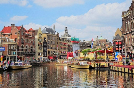 Amsterdam canal photo cred https://www.flickr.com/photos/44534236@N00/5866586357/in/photolist-9WpMJD-61WwGT-dC2byy-dDWdCW-9HbV1y-8YVzF9-aD6RDY-9HbV9Q-djQzLu-8KsMuK-nFgDcH-8KvNwU-4VgEoj-8QH9Kx-dYWSGK-dvqtcN-ojEfu2-o6erVG-nDiSBW-b25Qhe-bRf5i2-dC2bF3-oKRKKE-4WCLPN-oNLiRc-qJiCQG-e6k1z7-kXdVt2-8KsKNt-og5918-j8Vnf9-p3MH2V-ofGTGn-j8T9kJ-qrZkwM-j3i3qz-dyEDMS-p2BLcq-m7TEEw-nEAqQR-5uvJgN-qwPQ87-r6AQQt-4Vicaz-owxQpq-ohu298-67n14y-qnwDGw-bWSsFw-sbWJro