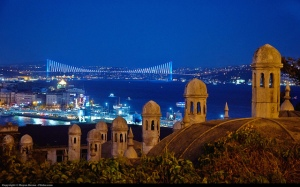 Istanbul at night. Pic by picture by Moyan Brenn on Flickr