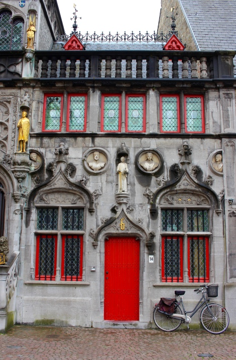 One of my favorite part of Bruges was seeing all of these red doors and windows everywhere