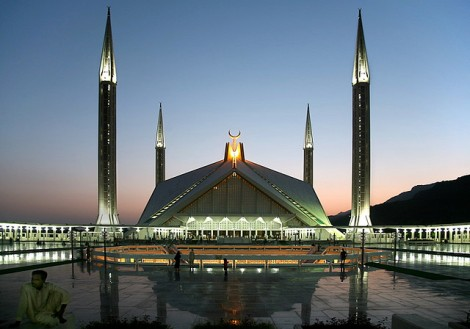 Most famous mosque in Pakistan is located in Islamabad- simply gorgeous! photo cred https://www.flickr.com/photos/michaelfoleyphotography/392504158/
